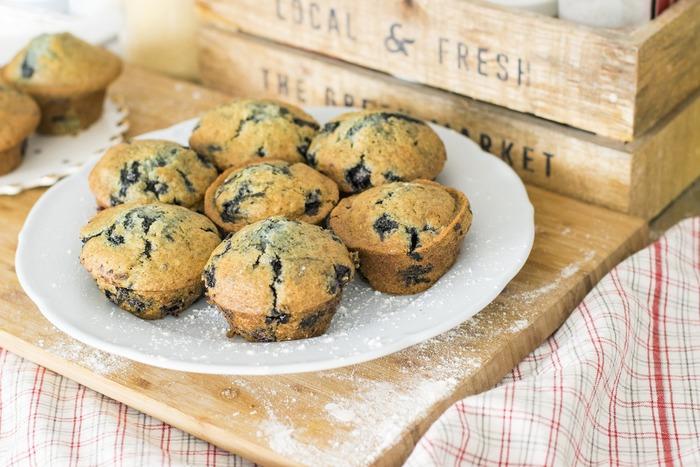 assiette de muffins aux bleuets