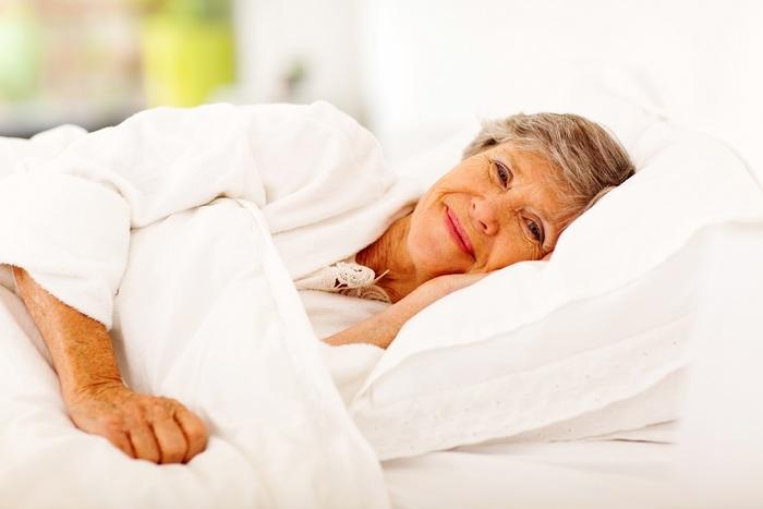vieille-au-lit.jpg