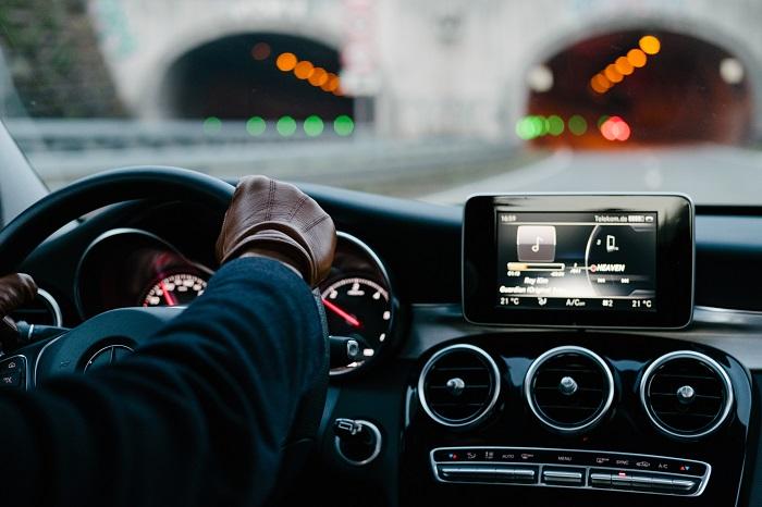 Tableau de bord de la technologie embarquée vue de la voiture